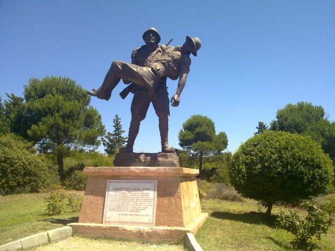Canakkale-Turkusu-in-memory-of-the-fallen-soldiers-of-Turkey-in-World-War-I---Canada