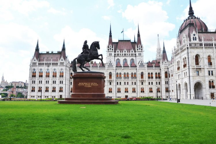 Tavaszi-Szel-song-in-memory-of-the-fallen-soldiers-of-Hungary-in-World-War-I---Hungarian-Parliament